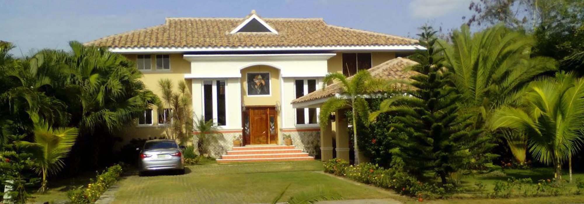 Imponente Villa – Metro Country Club